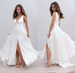 Vêtement En Mousseline De Soie Blanche Pas Cher-Sexy Bohemian Robes de mariée 2018 Deep V Neckline Front Split Backless Simple Boho Chiffon White Beach Wear Robes de mariée