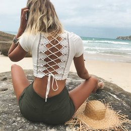 Barato Boho Europe-Sexy Deep V Neck Crochet Top 2017 Summer New Design Bohemian American Europe Lace Hollow Out Crop Top T Shirt Hippie Boho