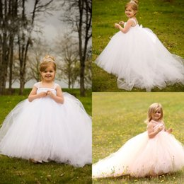 Barato Toddler Flor Girl Dresses Train-2017 Straps Flower Girl Dresses para Casamentos Long Puffy Baby Girls Pageant Toddler Tulle Barato Sweep Train Primeiro Communion Dress