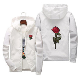 Abrigos De Color Blanco Para Hombres Baratos-Rose Jacket Windbreaker Hombres y Mujeres Chaqueta New Fashion White And Black Roses Outwear Coat