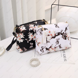 korean girls fashion handbags Canada - Women's Fashion Shoulder Bags Korean Style Shoulder Purse for Men Girl Ladies Beautiful Butterfly Floral Print Leather Handbags