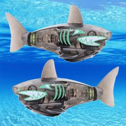 $enCountryForm.capitalKeyWord UK - Funny Battery Powered Robot Fish Shark Electronic Fish Toy Lighting Swimming Bath Toys Black for Baby
