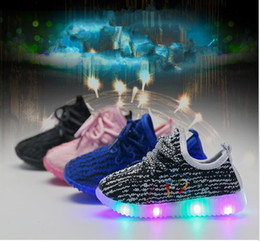 Barato Garotas De Garotas Esportivas-Baby Girls LED Light Shoes Toddler Anti-Slip Sports Boots Kids Sneakers Crianças Flats criança Light Up Luminous shoes KKA2044