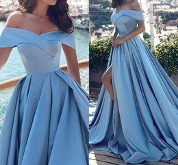 Barato Barato Longa Cetim Robes-Robe De Soiree Sky Blue Off-Shoulder Vestidos de noite Court Train Ruched Plisses Satin Long Evening Wear Vestidos de baile baratos