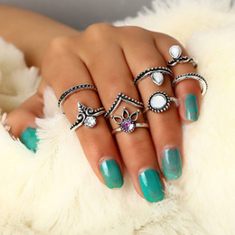 $enCountryForm.capitalKeyWord Australia - Retro Crystal Hollow Boho Rings Set Antique Silver Gold Crown Arrow V Shape Finger Knuckle Midi Rings For Women Party Jewelry