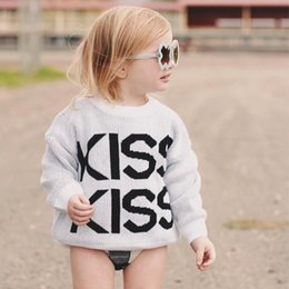 Chandail Crochet Fille Pas Cher-Ins 2017 Autumn Kiss lettre bébé Crochet Pulls Coton Tricot Patterns Pullover Sweaters Enfant Sweater Girls Tops Vêtements pour bébés A869