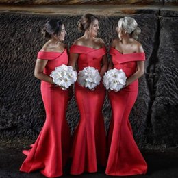 Barato Vestido Vermelho Das Damas De Honra Barato-Red Mermaid Country Bridesmaids Vestidos fora do ombro Long Wedding Dress Convidado Satin Sweep Train Cheap Maid Of Honor Gowns