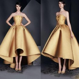 Barato Coral Alta Moda Vestidos-Ouro High Low Evening Dresses Appliques Strapless Formal Runway Fashion Gown A Line Pleats Long Zuhair Murad Prom Dress