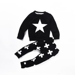 Tapa Ocasional Cruz Baratos-Mikrdoo 2017 Baby Casual Clothes Star Black T-shirt Cross Pants Fashion Infant Suit Algodón de Manga Larga Tops Niños de Alta Calidad Ropa de Los Niños