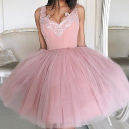 Robe Courte Gonflée Pas Cher Pas Cher-Dusty Pink Homecoming Robes Applique V-Neck sans manches Zipper Retour Mini Robe de soirée Robe de cocktail Cheap Short Prom Dress Puffy Tulle Dres