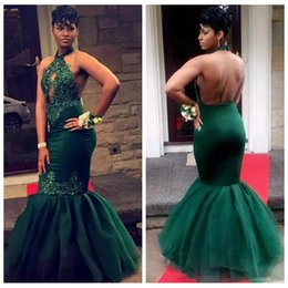 Barato Halter Vestidos De Verde Escuro-2018 Slim Halter Dark Green Lace Appliques Black Girls Backless Prom Dress Beading Sequins Tulle Party Vestido Custom Vestidos De Festa