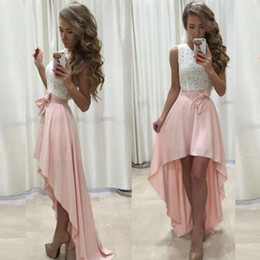 Barato Vestido Da Curva Da Parte Traseira Do Chiffon-Vestidos 2017 Charming High Low Prom Dresses Jewel Neck Sleeveless Lace Top Curto Frontal Longo Back Blush Pink Vestidos de festa formal com arco