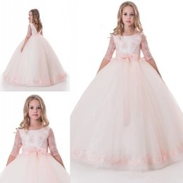 Mariage Rose Princesse Pas Cher-Lovely Pink Princess Ball Gown Flower Girl Robes pour les mariés Demi-manches Open Back Dentelle Sash Long Toddlers First Communion Gowns