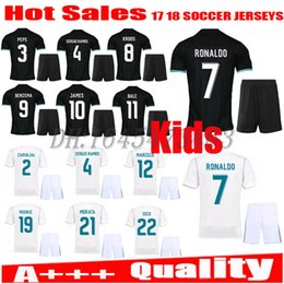 Spandex Masculin Pas Cher-2017 2018 Real Madrid enfants maillot de football kits jeunesse garçons 17 18 maillots d'enfants kits RONALDO JAMES BALE ISCO enfants maillots de football
