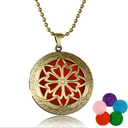Vintage Style Locket Necklace NZ - Vintage Locket Pendant Necklace Hollow Flowers Essential Oil Diffuser Necklaces 2 Styles Aromatherapy Locket Necklace For Women