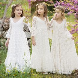 Barato Casamentos Baratos Da Menina Vestidos-Lovely Lace mangas compridas 2017 Cheap Flower Girl Dresses para o verão Boho Garden Weddings A Line Crew Neck Princesa Kids First Communion Gowns