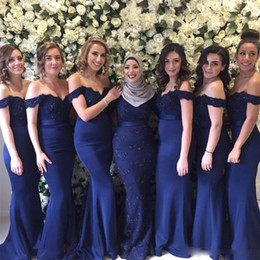 Black feathered Bridesmaid dresses online shopping - Navy Blue Vintage Mermaid Bridesmaid Dresses Off The Shoulder Formal Bridesmaids Dress Cheap Wedding Guest Party Gowns