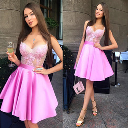 Conception De Robe Pour Femmes Courtes Pas Cher-Hot Pink Sexy Spaghetti Straps Robes de cocktail Longueur au genou Applique Robe de soirée Cheap Women Gowns 2018 New Design Short Formal Prom Dress