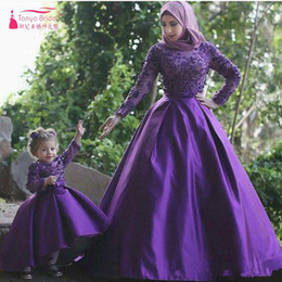 $enCountryForm.capitalKeyWord Australia - 2017 Elegant Purple Long sleeve African Prom Dresses Appliques A line Lace and satin Mother and Daughter Dresses Muslim Evening Gowns