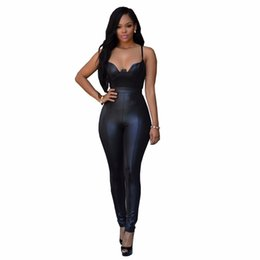 Barato Rompers Elegantes Para Mulheres-Hot Sale Elegant Skinny Faux Leather Jumpsuit Sexy Deep V Neck Spaghetti Strap Party Rompers Womens Jumpsuit