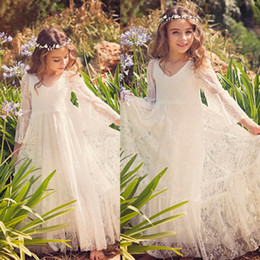 Petites Petites Filles Pas Cher-2017 Nouveau Boho Lace Flower Girl Robes Cheap Country Style Little Girls Long Sleeve Ivoire Sweet First Communion Robes pour 2-12 ans MC0668
