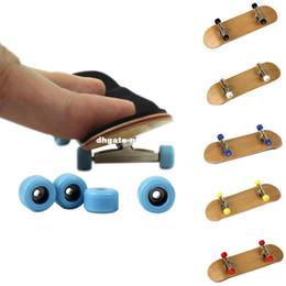 $enCountryForm.capitalKeyWord Canada - 2016 Hot Professional Maple Wood Finger Skateboard Alloy Stent Bearing Wheel Fingerboard Novelty Toy For Christmas Xmas Gift