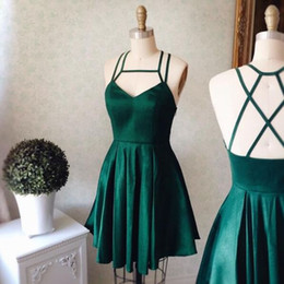 Robes De Retour À L'émeraude Pas Cher-Emerald Green Halter Short Mini Robes Homecoming 2017 A Line Robes de cocktail en satin élastique Graduation Party Gown Custom Made