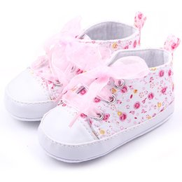 Chaussures En Dentelle Pas Cher-Wholesale- Chaussures de bébé Flower Ribbon Girl Sneaker Lace Up Soft Sole Prewalkers