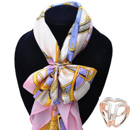 $enCountryForm.capitalKeyWord Canada - Wholesale- Brand New Gold Silver Stereo Heart Scarf Buckle Wedding Brooch Christmas Pins Simulated Crystal Holder Silk Scarf Jewelry R1004