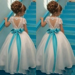 Barato Vestidos Baratos Do Natal Para Crianças-Lace Backless Cheap Flower Girl Dresses 2017 Cap Sleeves Baby Girl Aniversário Christmas Communion Dresses Children Girl Party Dresses