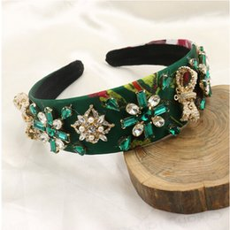 Barato Coroas De Pérola À Venda-New Fashion European Vintage Baroque Headband Green Crystal Rhinestone Flower Hairbands Gold Crown Pearl Hair Jóias Hot Sale Promoção