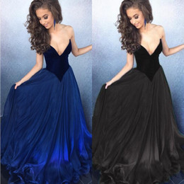 Robe Sexy En Velours Bleu Pas Cher-Hot Sale 2017 Robes de bal sexy Pas cher à la perfection Deep Sweetheart Neck sans manches Blue Black Velvet Top Long Evening Party Gowns