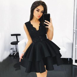 Barato Rendas De Renda Preta Vestidos Curtos-2017 Little Black Short Homecoming Vestidos A Line V Neck Sleeveless Lace Appliques Corpete Tiered Shirt Mini Cocktail Party Vestidos
