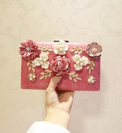 stereoscopic bag 2019 - sales handbag factory Delicate stereoscopic flower woman evening bag Fashion dinner set auger leather bag Banquet weddin
