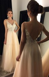 Barato Vestidos De Baile De Lantejoula Sexy E Lantejoulas-Sexy Champagne Evening Dresses Plissados ​​Tulle Sexy V-Neck Backless Long Prom Dresses Sheer com Applique Brilhantes Sequins Beads Formal Dresses