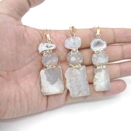 JLN комбинированный ломтик синий друзы белый агат золото обернутый кулон ожерелье с латунной цепи драгоценный камень ювелирные изделия для подарка