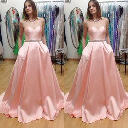 Barato Vestidos De Noite-2017 Prom Dressess Blush Pink Prom Dress Long Sweetheart sem mangas Beads Crystals Belt Evening Party Vestidos com bolsos Sweep Train