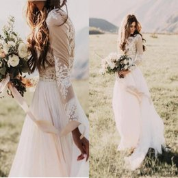 Barato Vestidos De Noiva Mangas Baratas-Bohemian Country Wedding Dresses With Sheer Manga comprida Bateau Neck A Line Lace Applique Chiffon Boho Bridal Gowns barato BA6589