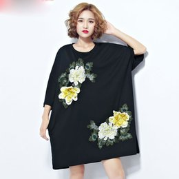 T Shirt Woman Korea Australia - Large Size Women T-Shirt Summer Cotton Floral Embroidery Printing Female Casual Korea Fashion Black Brand Plus Size Tops