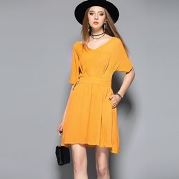 Robes De Femmes Jaunes Brillantes Pas Cher-De Fee European Women 2017 Summer Bright Yellow Temperament Deep V Neck Robe Batwing Sleeve A-Line Jupe