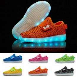 Barato Garotas De Garotas Esportivas-New Fashion Breathable Kids LED deslizante luminoso em sapatilhas USB recarregável crianças Air Mesh Meninos meninas Sports Shoes com luzes