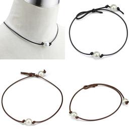 Ingrosso Collane del choker di cuoio delle perle di alto lustro semplici ed eleganti Collane lavorate a mano di stile punk delle donne