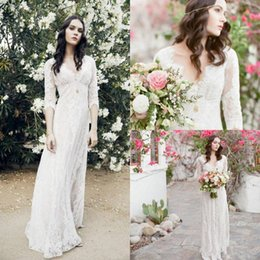 Destination En Dentelle Pas Cher-Sexy V Neck 2017 Robes de mariée Lace Appliques Half Illusion Sleeves Gaine Empire Destination Beach Bridal Floor Length Boho Robes de mariée