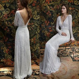 Barato Vestidos De Noiva De Trem Longo Romântico-2017 New Romantic Bohemian Lace Backless Vestidos de noiva V neck Long Sleeves Jardim Beach Bridal Gowns Fairy Sweep Train 1970's Hippie Boho