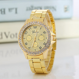 geneva stainless steel rhinestone 2020 - New Luxury Rhinestone Men watches Geneva Men Women Diamond Gold watches with Cystal case 3 colors alloy watchbands cheap