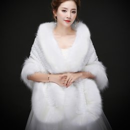 Barato Casacos De Peles De Avestruz-Resl fotos Luxurious Ostrich Feather Bridal Shawl Fur Wraps Casamento Shrug Coat Noiva Inverno 2018 Novo casamento Party Boleros Jacket Cloak