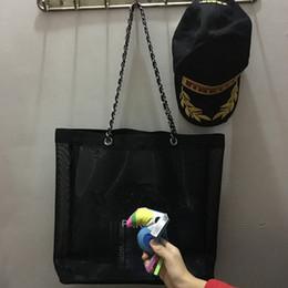 Großhandel NEU! Klassische weiße logo einkaufen netzkette Tasche mit band klassische muster Reisetasche Frauen Kulturbeutel Kosmetische Aufbewahrungsbox