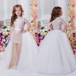 Barato Mangas De Boné De Vestido Destacável-Cheap Lace Applique Flower Girl Vestidos Cap Sleeve Jewel Neck Destacável Train bainha Communion Dress For Girls
