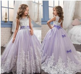 Barato Laço Casamento Vestidos Branco Roxo-2017 Beautiful Purple and White Flower Girls Dresses Beaded Lace Appliqued Bows Vestidos de desfile para a festa de casamento dos miúdos