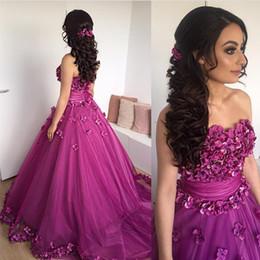 2017 Nuovi abiti arabi Una linea Ball Gown Prom Dress 3D appliques floreali perline cristalli senza spalline abiti da sera viola chiaro